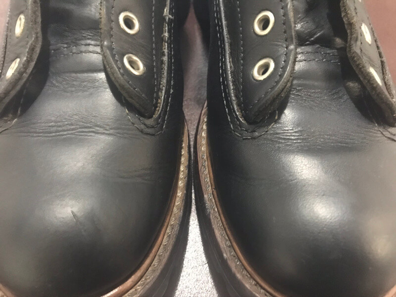 ブーツに靴クリームを塗る前後で比較