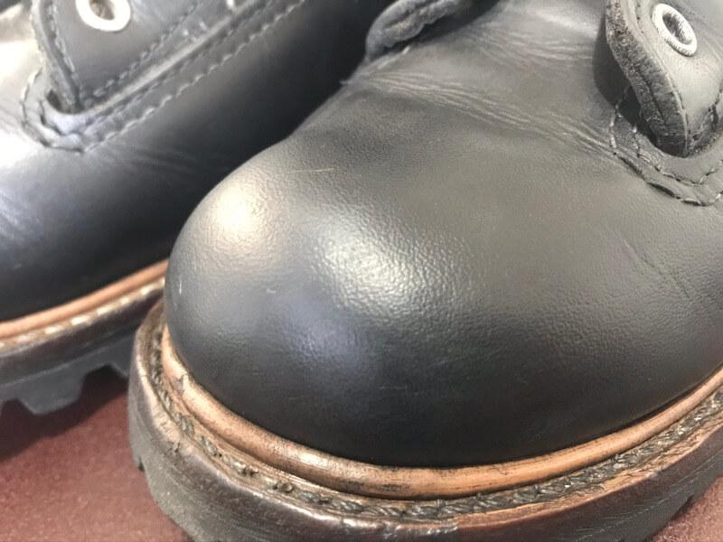 靴クリームを塗ってあるブーツ