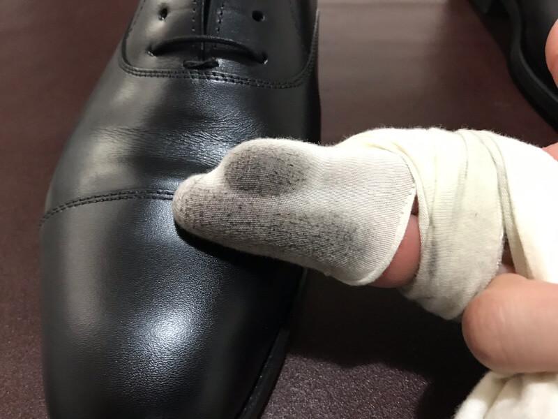 余分な靴クリームが取れます。