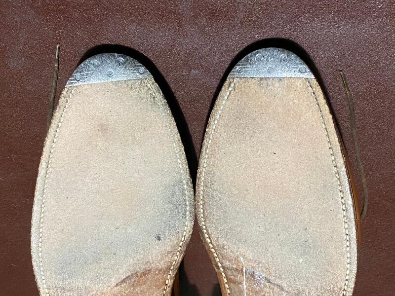 ビンテージスチールの付いた革靴