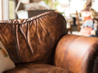 革製のソファ