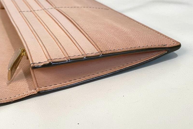 ココマイスター ヨコハマ クラシカル長財布は小銭入れにマチが無い